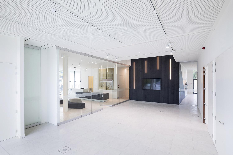 BREEDVELD G10 - Multifunctioneel ruimte verdeler van glas