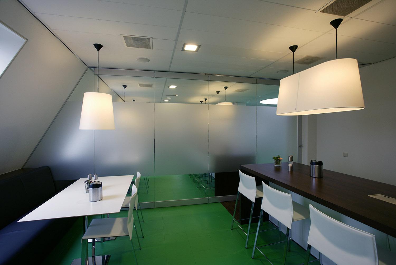 BREEDVELD G10 - glaswand scheiding in lunchruimte