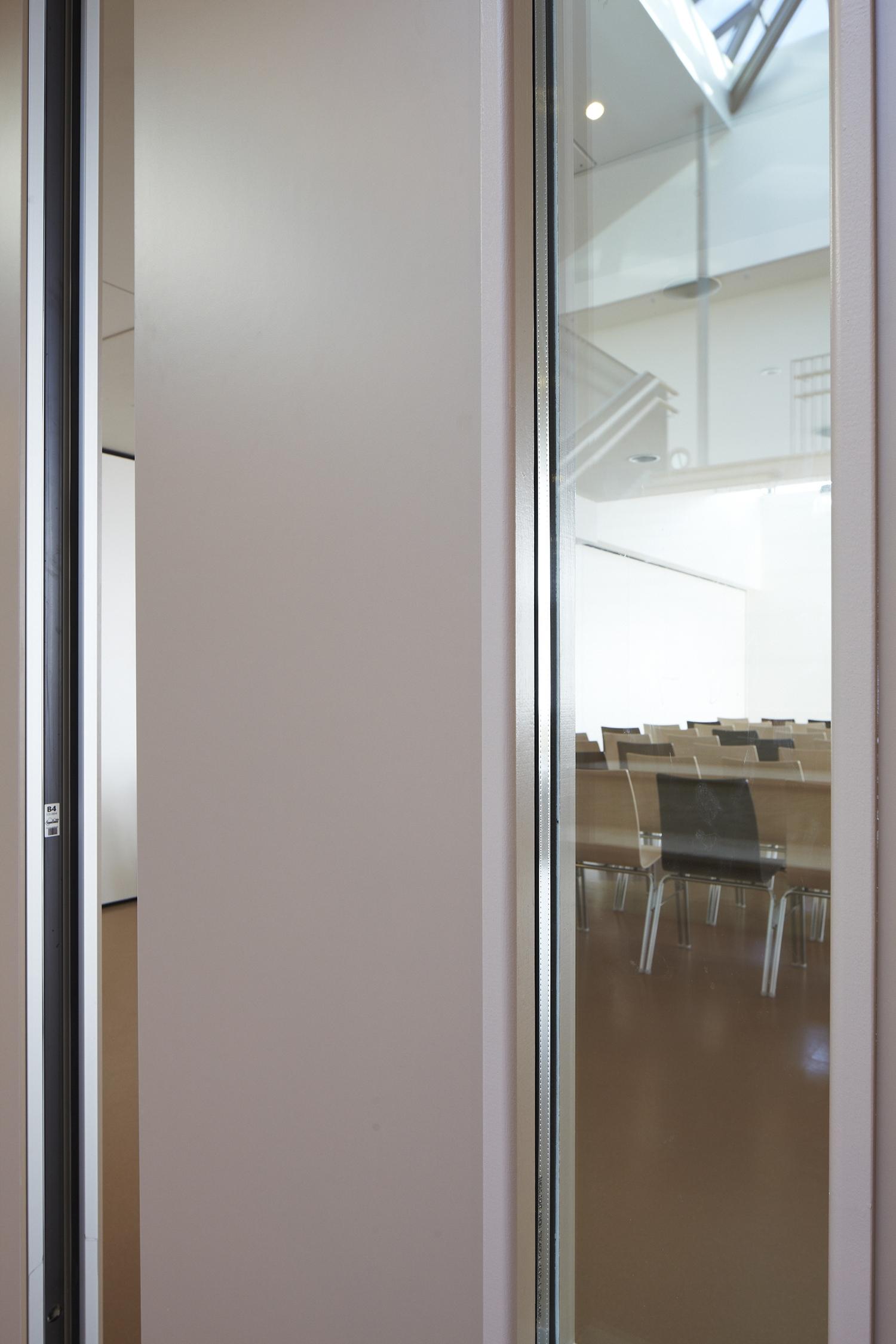 BREEDVELD P110g - mobiel wand met glasstroken in klaslokaal