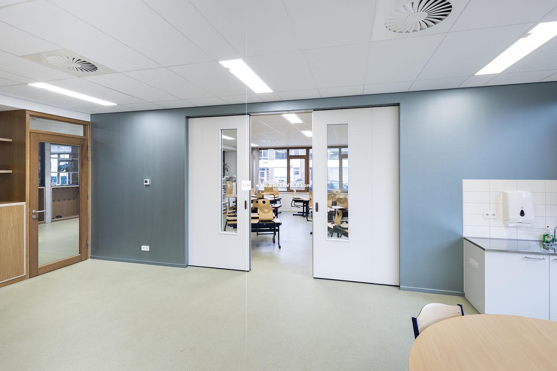 Schuifwand S110g middensluiting klaslokaal hoofdfoto - half open