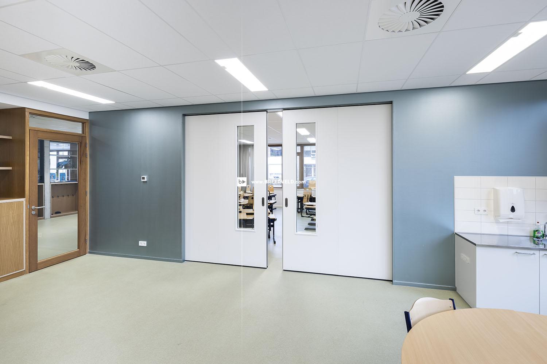 Schuifwand S110g middensluiting klaslokaal hoofdfoto - op kier